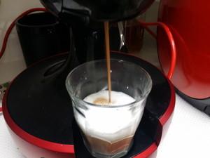 赤いボタンに触れてお茶の抽出が完了
