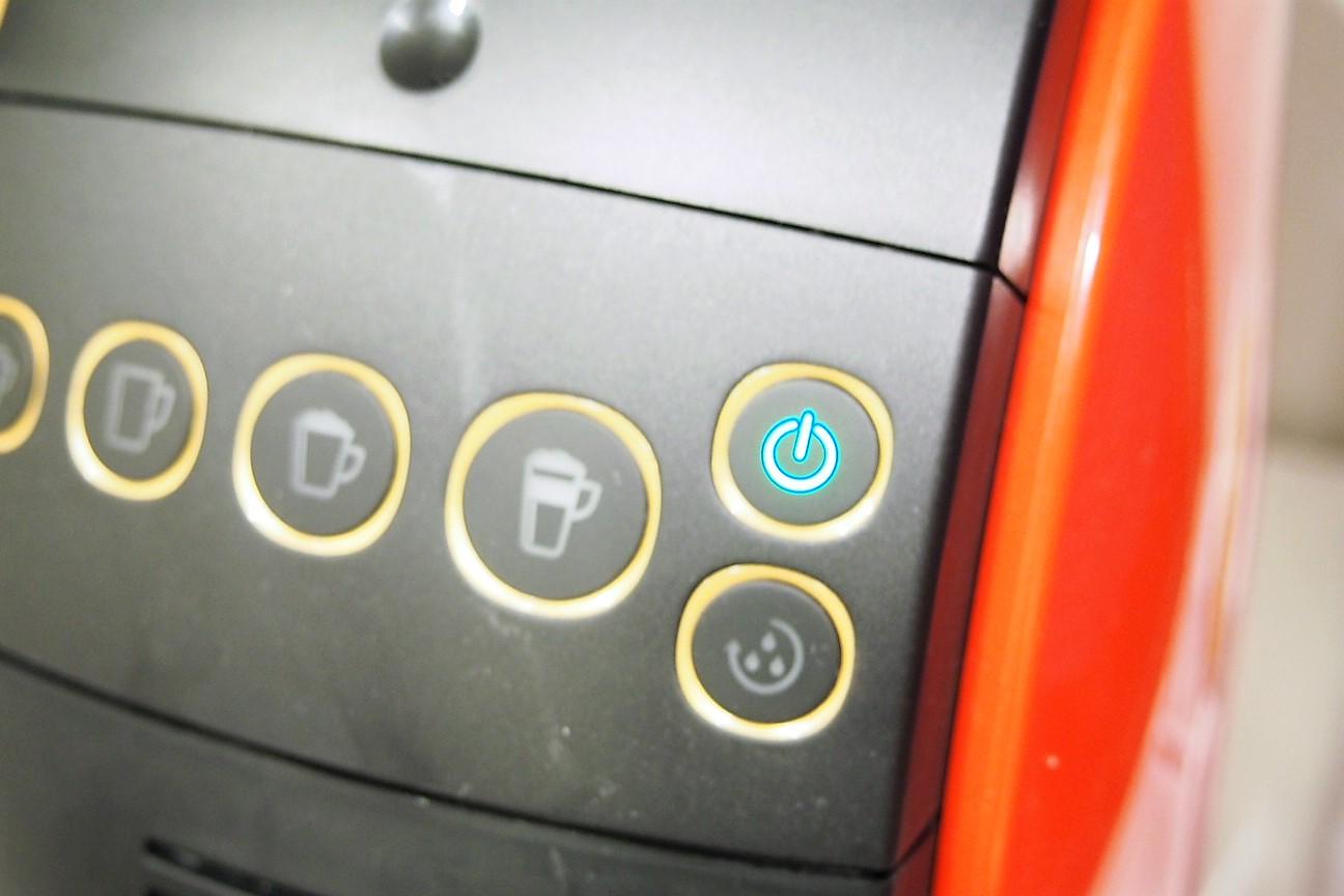 電源ボタンが点滅を始め、