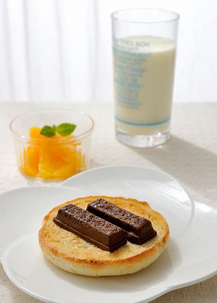 【レシピ】焼きキットカットのシンプルオープンサンド(ミルクチョコレート使用)